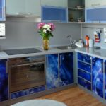 Сине-голубая кухня с фото-печатью