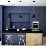 Синий цвет при оформлении интерьера маленькой кухни
