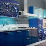 """Синяя кухня с фотопечатью """"Город"""""""