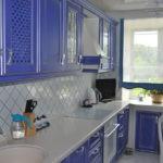 Сочетание синего и молочного для мебели на кухне
