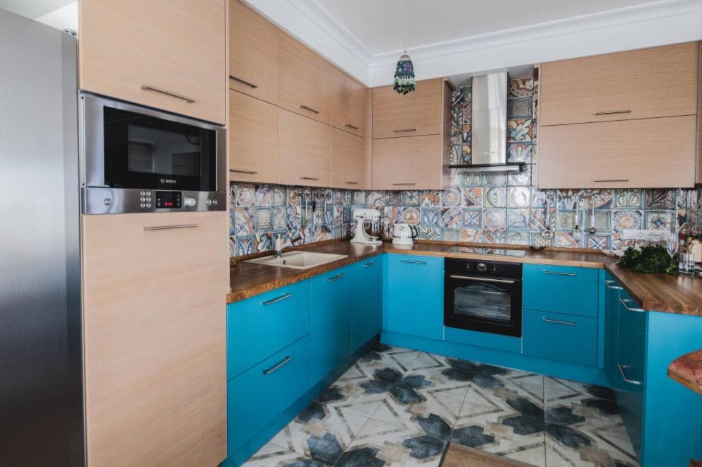 Коричнево-голубая кухня в современном стиле
