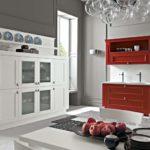 Бардовая мебель в интерьере кухни
