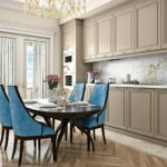 Голубая обивка кухонных стульев