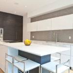 Серые стены на кухне в стиле хай тек