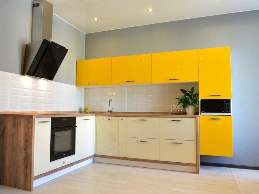 Желто-бежевая кухня в стиле хай-тек