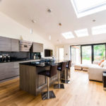 Современный угловой диван для кухни-гостиной