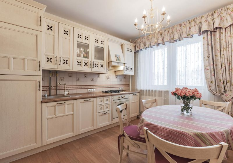 Занавески с ламбрекеном на кухне в стиле прованс