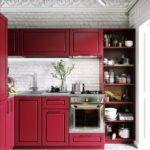 Тандем красного с белым способен преобразить небольшое кухонное пространство