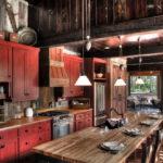 Темно-красная классическая кухня из дерева
