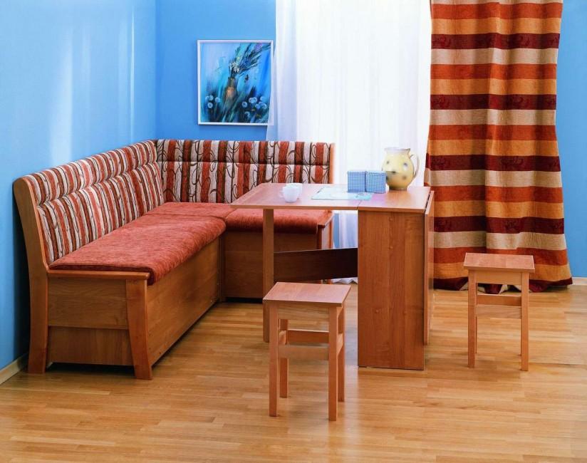 Угловой кухонный диванчик с тканевой обивкой
