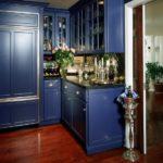 Традиционная кухня синего цвета