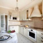 Дизайн кухни в кремовых оттенках