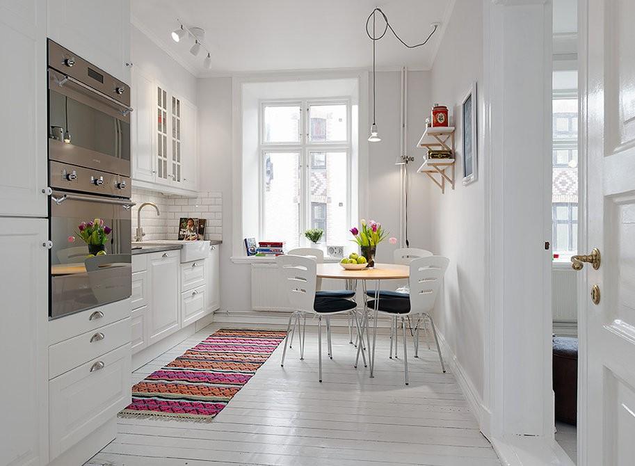 Встроенная техника в интерьере светлой кухни