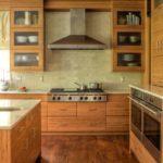 Интерьер кухни в коричневом цвете