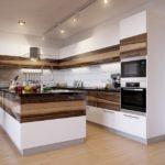 Коричнево-белая комбинация в интерьере кухни