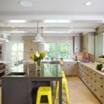 Акценты желтого цвета в дизайне кухни