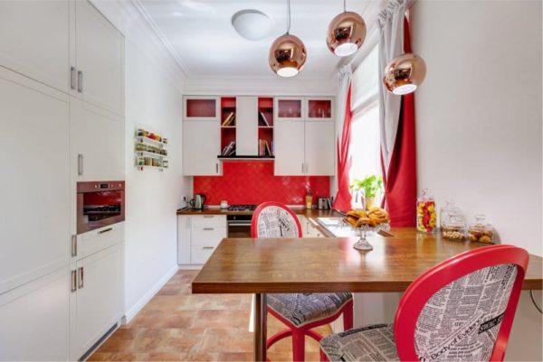 Акцентная стена с фартуком из красной плитки