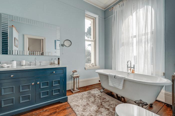 Синяя ванная дизайн.
