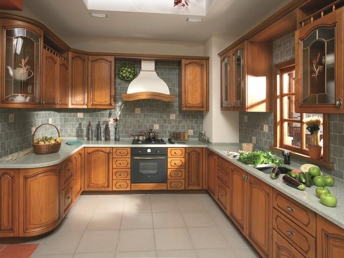 Потолок в П-образной кухне.