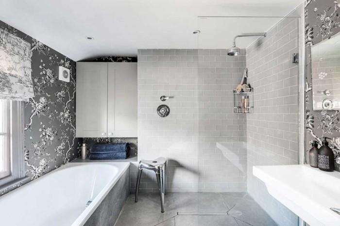 Светлая ванная комната.