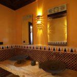 Керамические раковины в санузле восточного стиля