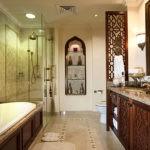 Душевая кабина в восточной ванной