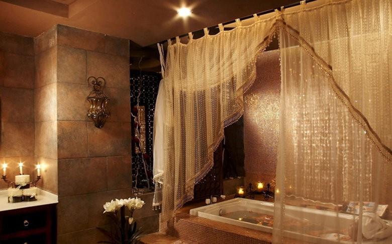 Балдахин в интерьере восточной ванной комнаты