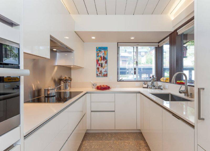 Белые шкафы кухонного гарнитура