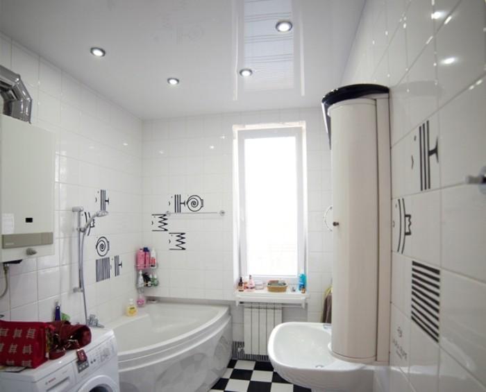 Ванная с натяжным потолком.