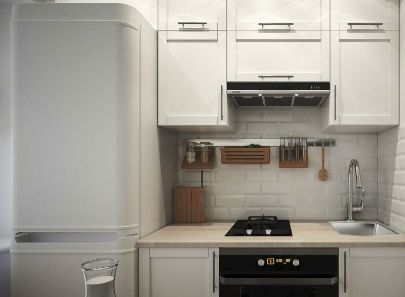 Белый фартук из керамики на кухне в хрущевке