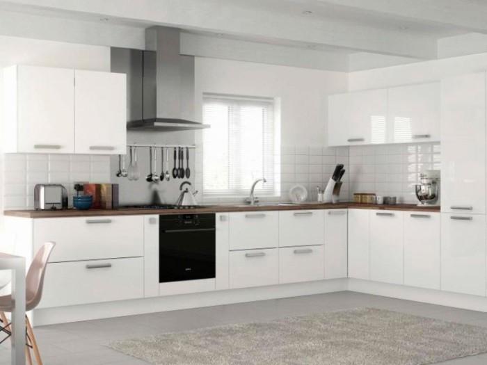 Белая кухня.