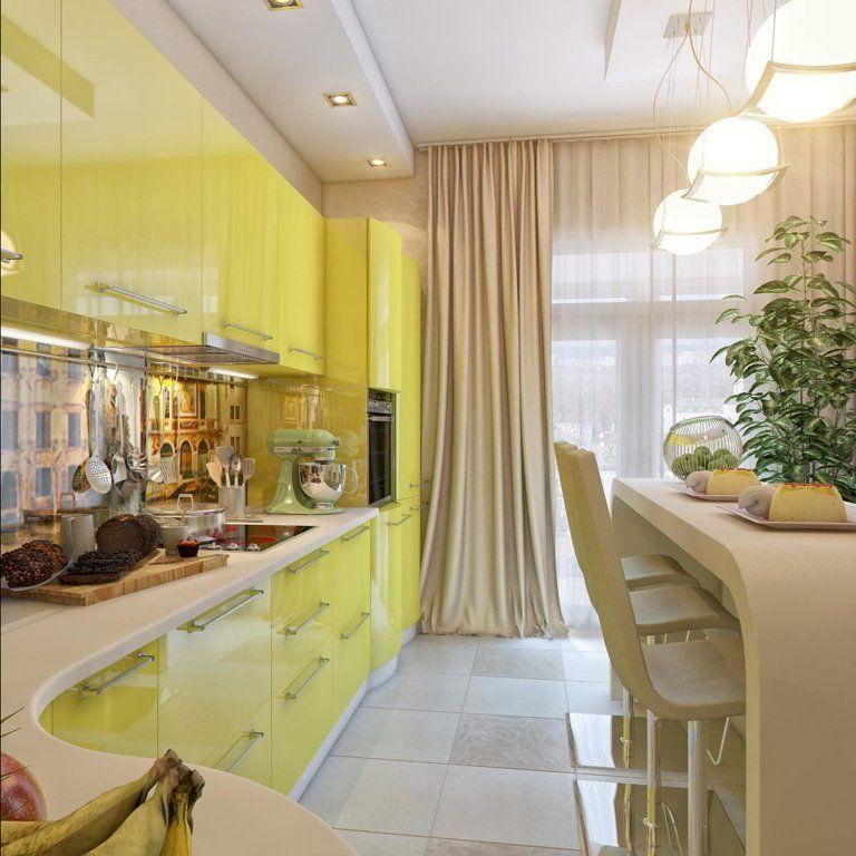 Бежевая штора в кухне с желтым гарнитуром