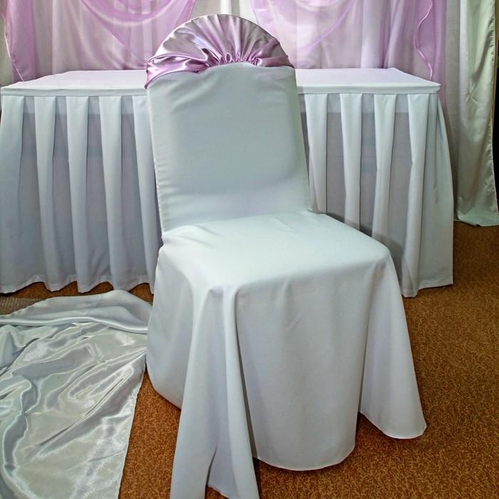 Красивые чехол из габардина на спинке стула