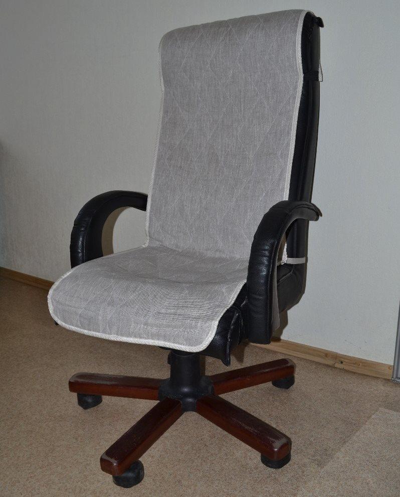 Чехол-накидка на офисном кресле