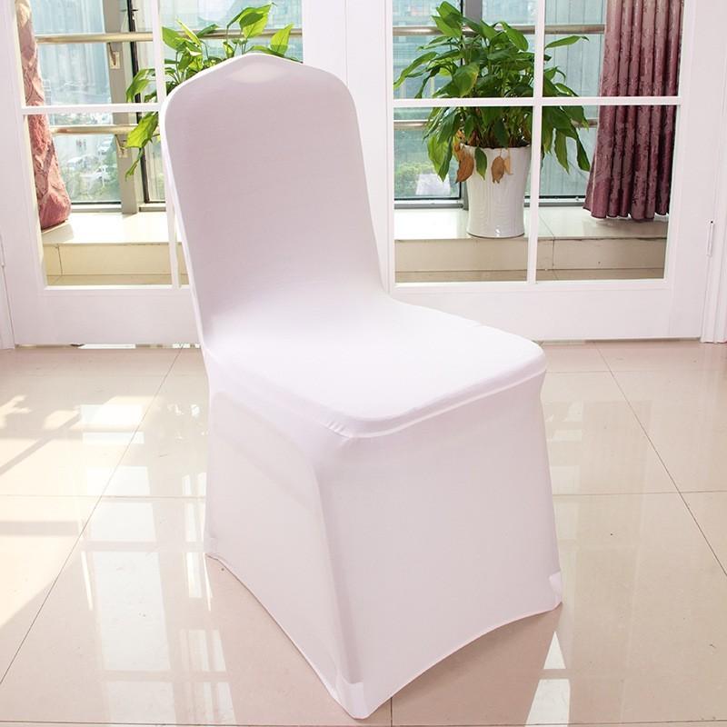 Белый чехол из спандекса на банкетном стуле