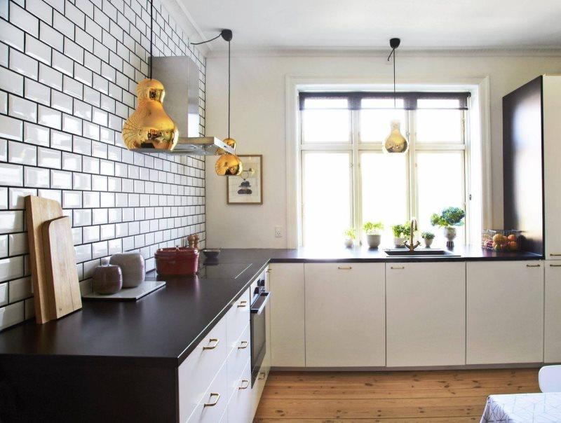 Плитка кабанчик в интерьере кухни без навесных шкафов