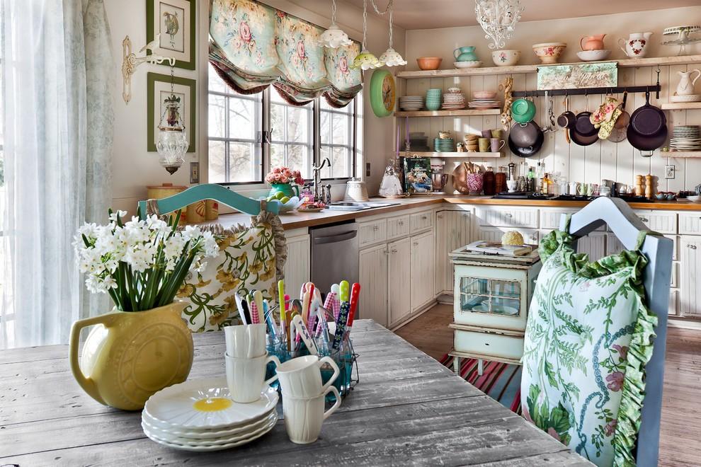 Шторы с цветочками на кухне в стиле прованс