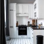 Белая кухня Г-образной планировки