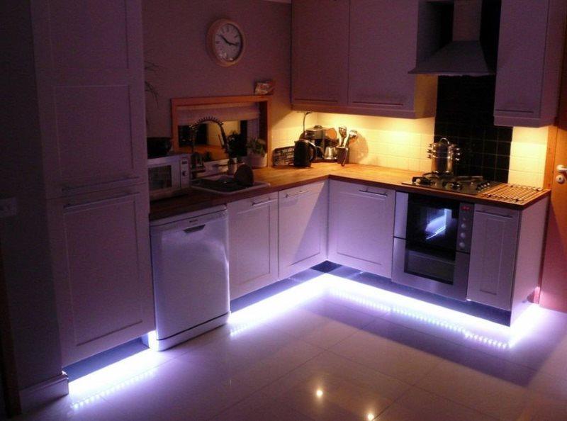Подсветка периметра кухонного гарнитура LED-лентой