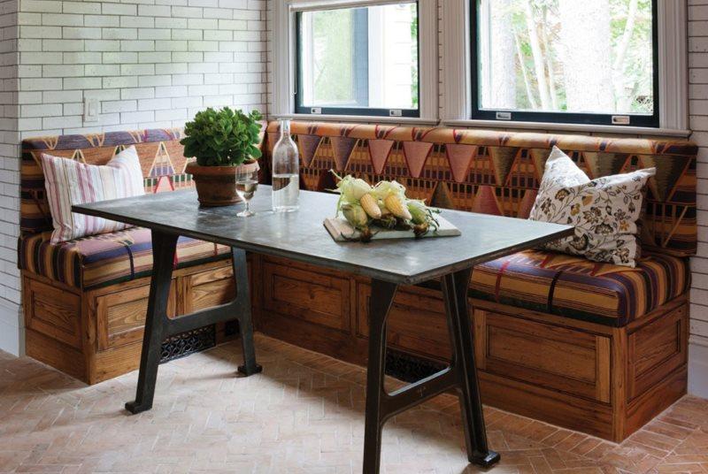 Деревянный диванчик угловой формы