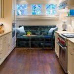 Параллельная планировка кухни с диваном