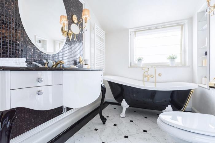 Черно-белая ванная комната.