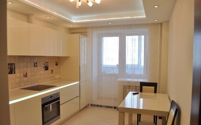 Потолок в дизайне кухни.