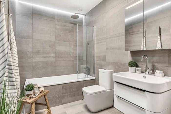 Светлая ванная.