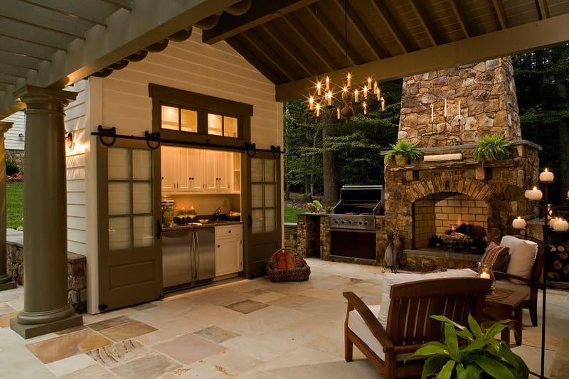 Обустройство открытой летней кухни с большой печкой