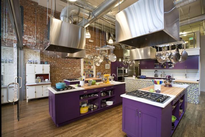 Оснащение рейлинговыми системами кухни в ресторане