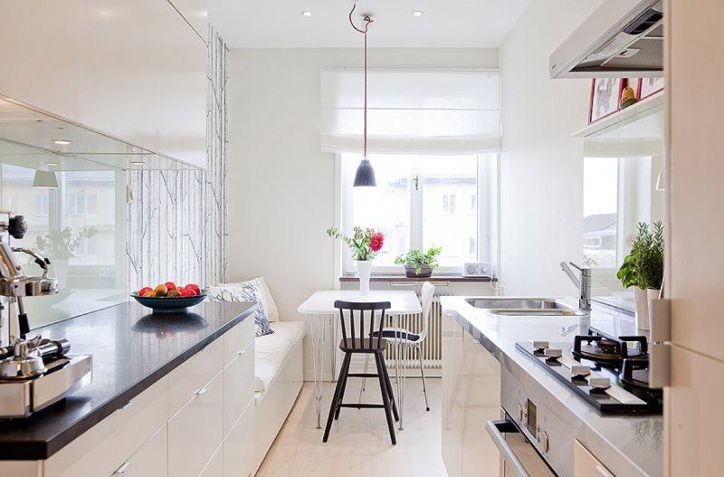 Интерьер кухни-гостиной с двухрядной планировкой