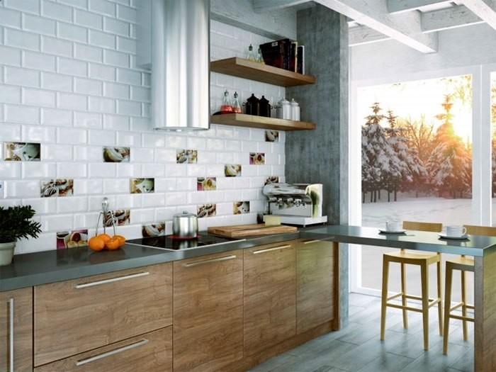 Оформление кухонного фартука плиткой.
