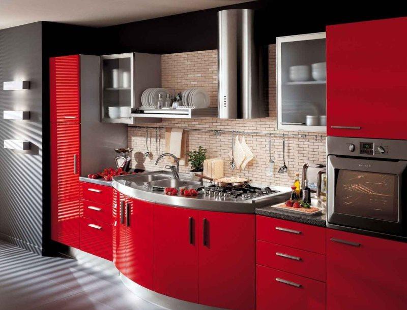 Фартук под кирпич на кухне с красными фасадами