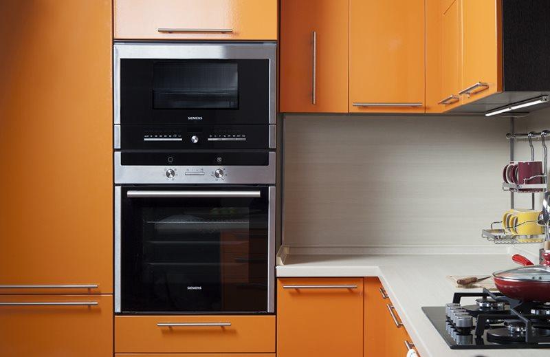 Оранжевый дверки кухонного гарнитура